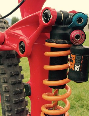 Leov was running a one-off version of Fox DHX 2 coil shock on this Remedy 29. A low-speed compression adjustment lever was added allowing Leov to firm up the suspension for climbing