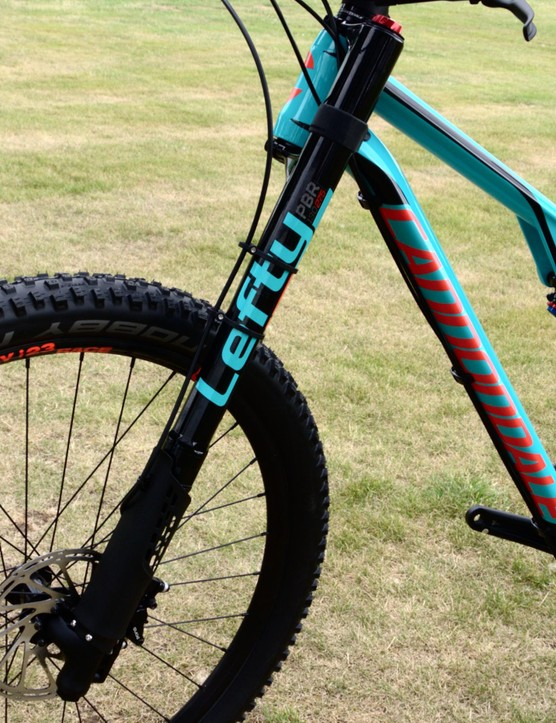 The Lefty 2.0 Alloy fork gives 130mm of travel at the front