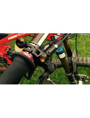 Both riders choose Shimano's Saint brakes over XTR