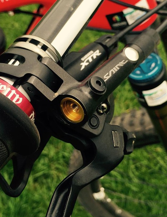 Both riders choose Shimano's Saint brakes over XTR