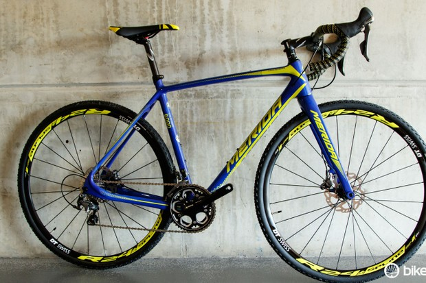 The new Merida Cyclo Cross 6000 features a brand-new carbon frame