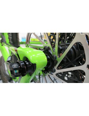 The disc-side dropout looks awesome with the new brake mount standard