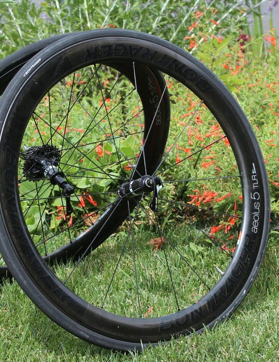 Bontrager's Aeolus 5 TLR wheels, as the acronym implies, are tubeless-ready carbon clinchers