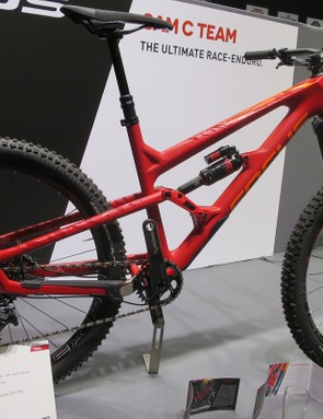 The new SAM C (carbon) Team features a 2400g frameset making it the lightest Enduro chassis around. The SAM C Team is £4999