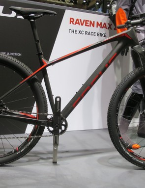 The new Raven Max is breathtakingly light at 885g for the frame
