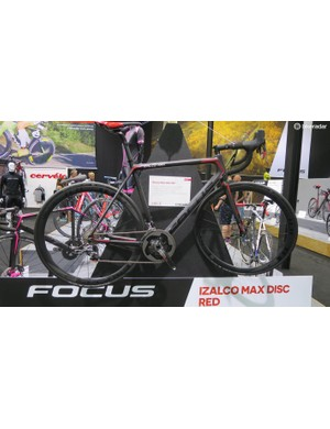 The Izalco Max Disc Red is another flyweight race machine from the Focus stable