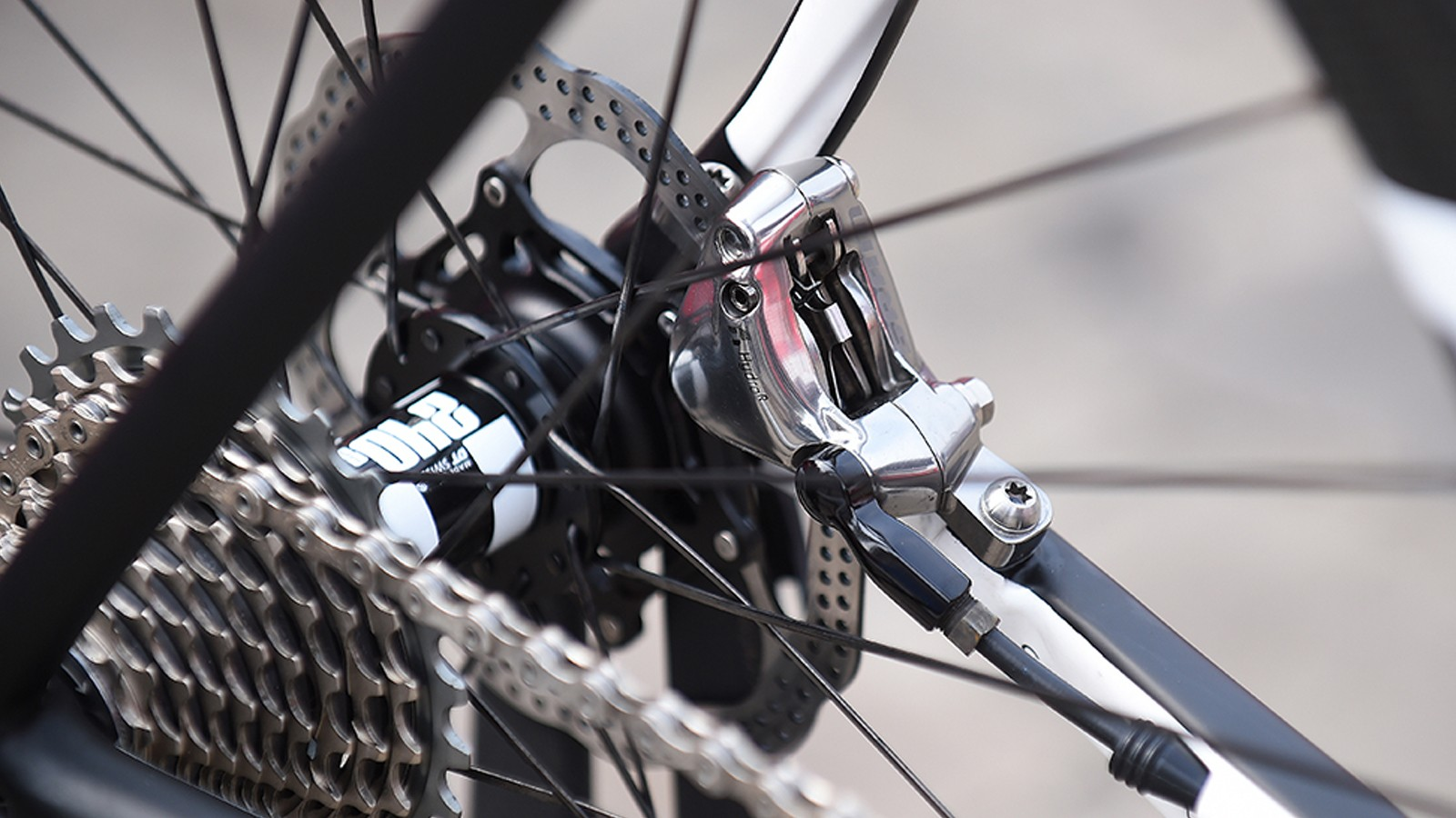 A closer look at the SRAM Red brakes of Team Roompot
