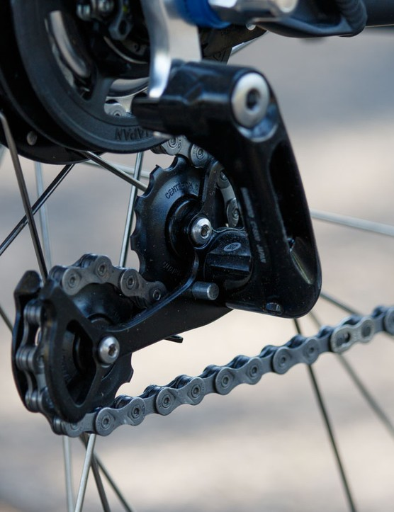 At the back, the Trekking Step-Through features Shimano's ALFINE 8s internal gearing and an Alfine chain tensioner