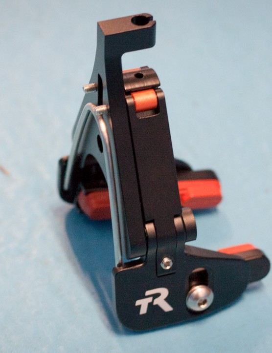 Grub screws on each arm allow quick adjustment of pads to rim