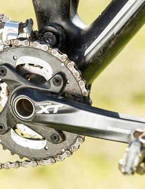 A few heft-increasing Deore elements lurk among the XT drivetrain