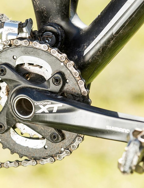 A few heft-increasing Deore elements lurk among the XT drivetrain