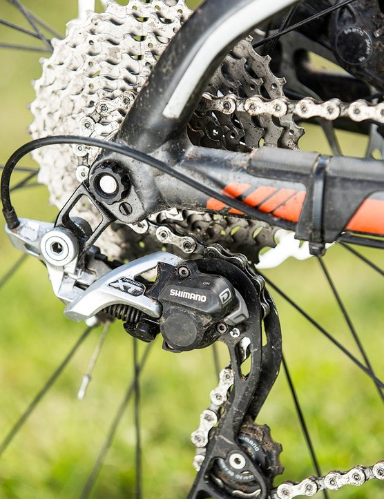 The direct-mount rear derailleur makes its presence felt in the outstandingly crisp shifting