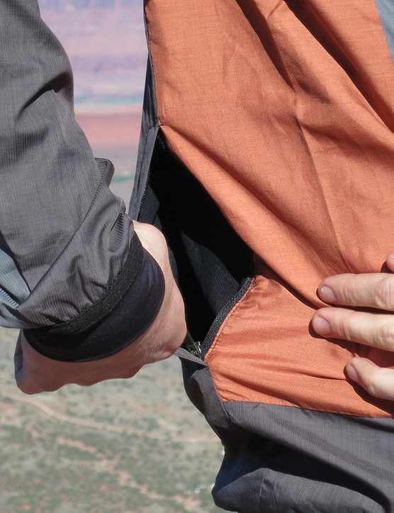 Pockets on the rear are good for stowing gels, bars or other small items