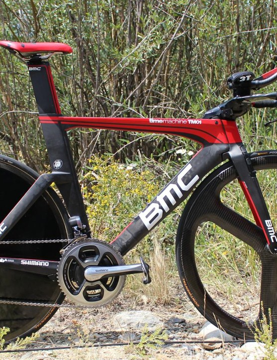 Rohan Dennis' BMC timemachine with blacked-out tri spoke and blacked-out disc. For our money, we'd say it's a Hed front and Lightweight rear