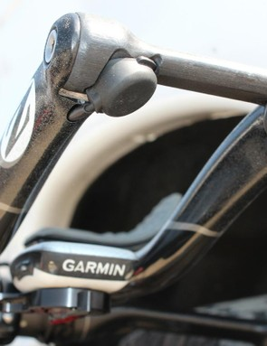 Single buttons are wires to the junction box, which transmits wirelessly to the derailleurs