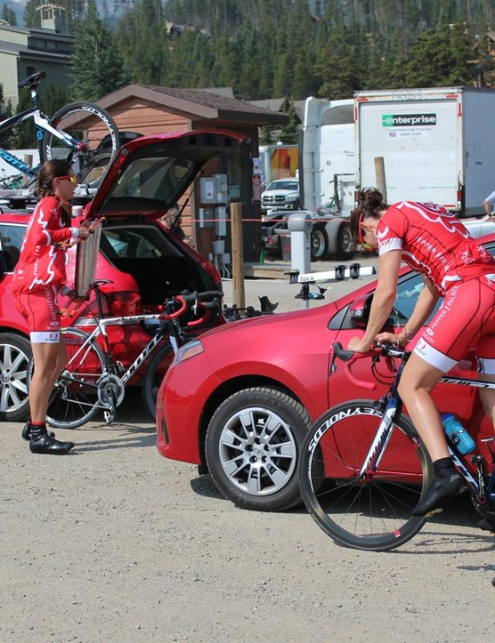 A few of the women's teams had pre-race setups not too dissimilar from amateur squads
