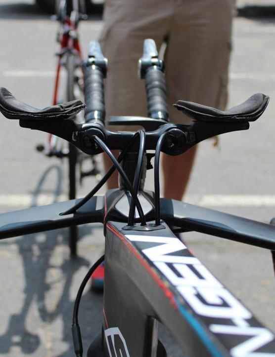 Drapac's Swift TT bikes have this unusual single-column riser