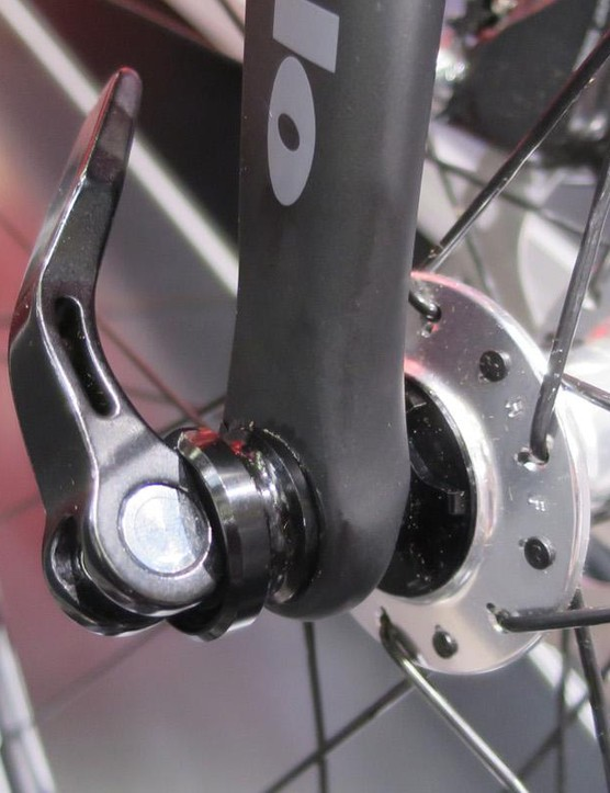 The flat-mount can be flipped for use with 140mm or 160mm rotors