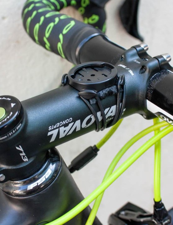 At least one of Arroyo's bikes had an out-front Garmin mount, but this is the standard item, seeming stuck in place with a bit of tape