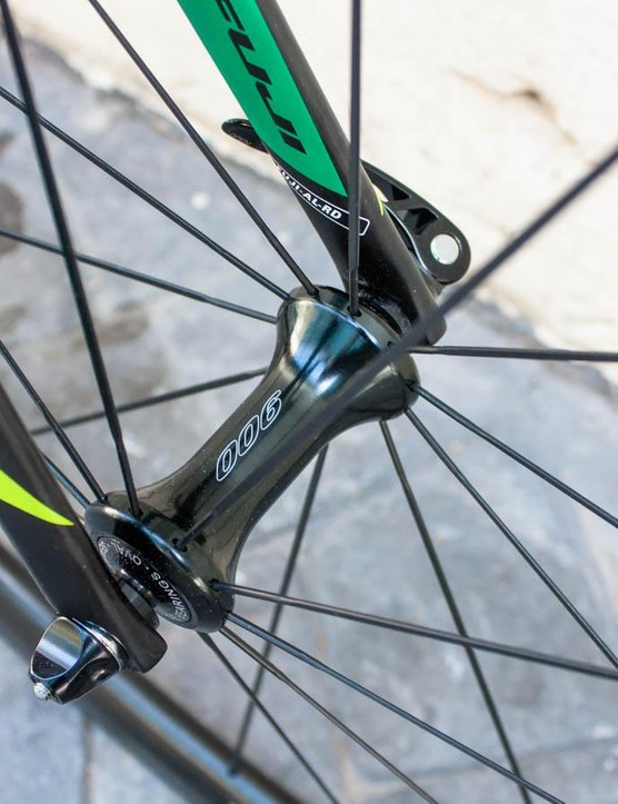 Oval 900 front hub