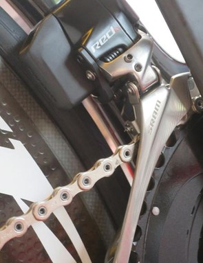 Like the rear derailleur, the front has its own battery (they are interchangeable)