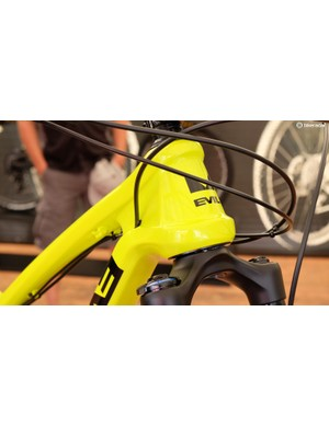 The Insurgent has a burly head tube and partial internal cable routing