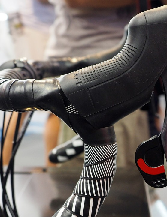 The Rotor Uno levers may look a bit odd but they feel quite comfortable in your hands. Shifter operation and ergonomics are similar to SRAM DoubleTap with a single two-function lever per side