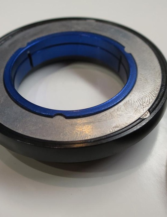 These 0.15mm thick plates are keyed into the outer edge and the inner edge, alternating to create a friction clutch