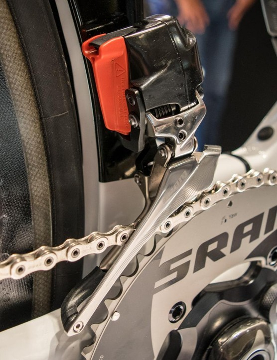 The front derailleur features the same