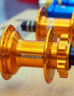 Hope has redesigned its venerable Pro 3 hubset for 2016 to create the next-generation Pro 4. Hope says the new version is more durable, even more versatile, and builds into stiffer and stronger wheels. Orange is a new anodized option, too