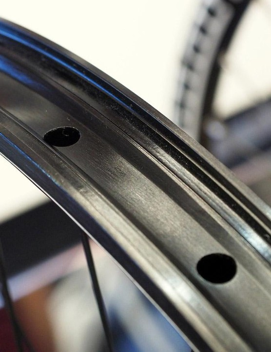 Hope says its new Tech SD mountain bike rims are more than tough enough for everyday downhill use while still boasting a reasonable 600g claimed weight for a 27.5in diameter