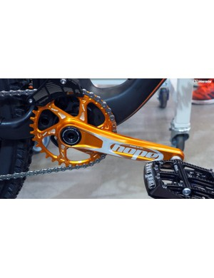 The orange chainring looks fantastic on the show bike but Hope says it won't offer it for production, saying the finish just isn't nearly as durable as a proper hard anodized surface