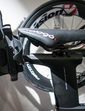 The Tailwind box mounts onto the seatpost, which Argon 18 says is more secure than rail-mounted options