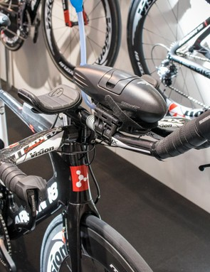 The E117 Tri features a standard cockpit, so bars and stems are easily swappable