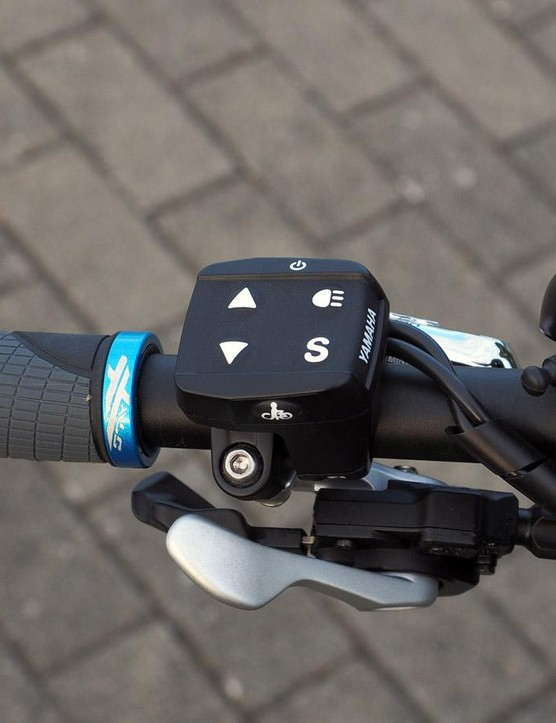The handlebar remote is compact and intuitive to operate