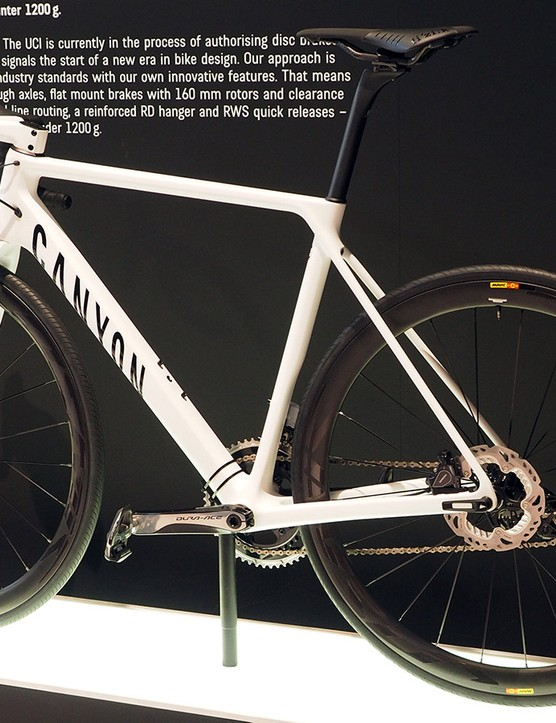 The Canyon Ultimate CF SLX Disc is the bike many have been waiting for: ultra light weight, 12mm front and rear thru-axles, flat-mount disc calipers front and rear, aggressive fit and handling, and clearance for 30mm-wide rubber