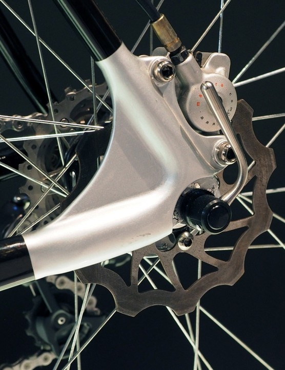 Back then, Canyon used Magura Marta closed-system calipers