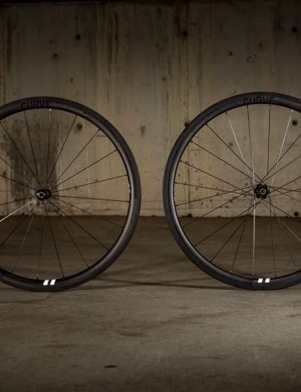 Australian-based Curve Cycling has sent us a pair of their CC38s Clincher carbon wheels