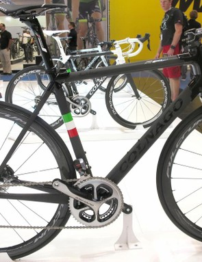 The C60 Disc is hand built in Italy using the firm's traditonal lugged-carbon tubing method