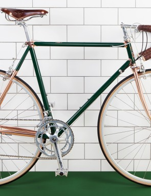The Greengill has handsome brown leather accessoires
