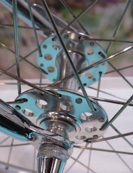 The Bianchi hi-flange hubs keep the attention to detail high