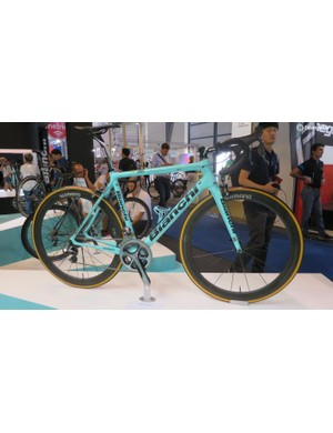 Team Lotto Jumbo's Specialissima CV is one of the best looking team bikes around