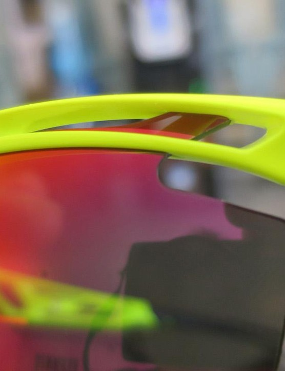 A closer look at the Tralyx glasses