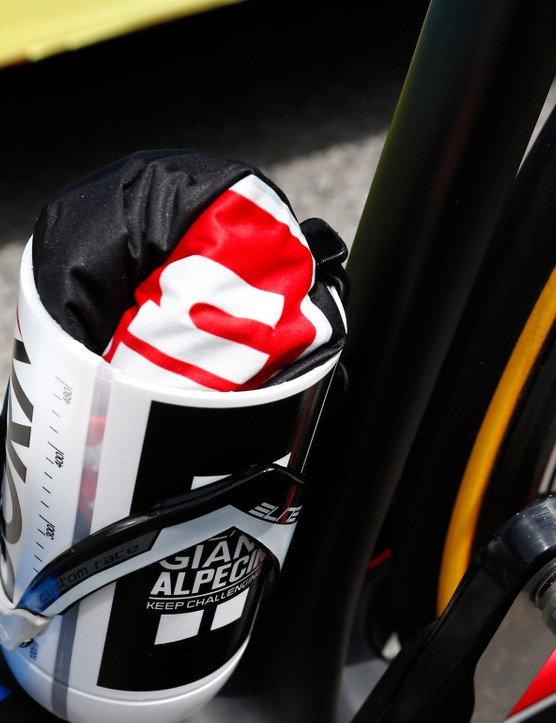 Some riders use a chopped bottle for carrying flat-fixing supplies on training riders. Turns out Dumoulin uses the space for clothing storage