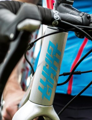 The Giant's head tube houses a fork with a tapered full-carbon steerer