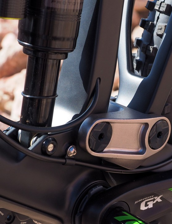 A small access port on the side of the seat tube accommodates stealth-style dropper seatposts