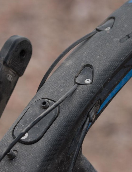 The new Cable Port System offers wide compatability with all current and perhaps future standards. Pivot told us it was designed in conjunction with Shimano