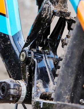 The rear end kept pace without feeling undergunned despite its 15mm travel deficit compared with the fork
