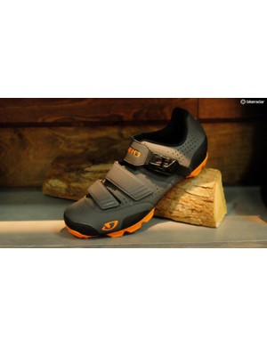 In addition to making purple products, Giro has turned the Privateer into the Privateer R. The R stands for rubber and this new shoe uses plenty of it on the sole for improved traction when scrambling over roots and rocks