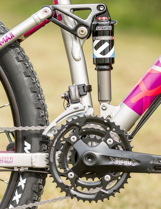 The triple chainring, combined with a nine-speed casette, gives 27 gears to play with - ample for climbing steep slopes, and powering along on the flat